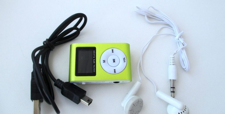 MP3 плеер, копия ipod shuffle с ЖК (LCD) экраном
